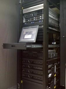 Servidor en un data center necesario para tener un hosting